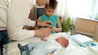 Как закапать капли и очистить нос грудному ребенку - Видео онлайн