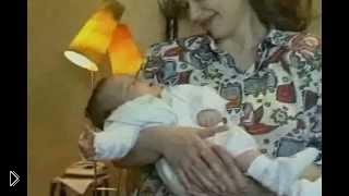 Смотреть онлайн Как правильно держать новорожденного на руках