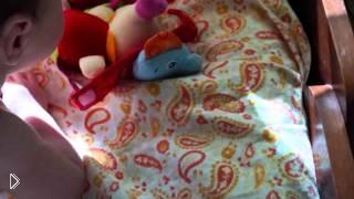 Смотреть онлайн Как правильно выбрать игрушки для новорожденного