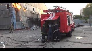 Смотреть онлайн Донецкие пожарные работают под обстрелом