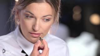 Смотреть онлайн Как из дневного макияжа быстро сделать вечерний