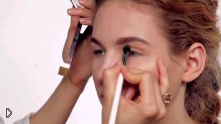 Смотреть онлайн Урок макияжа глаз для нависшего века пошагово