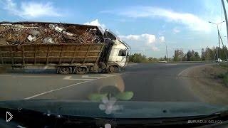 Смотреть онлайн Зрелищные аварии и ДТП на трассах за август 2014
