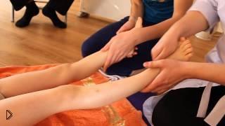 Смотреть онлайн Массаж стоп при плоскостопии у детей