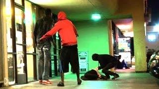Смотреть онлайн Розыгрыш: парень ломает с хрустом шею незнакомцу