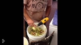 Смотреть онлайн Как почистить яблоки с помощью дрели
