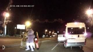 Смотреть онлайн Диснеевские персонажи наказали грубого водителя