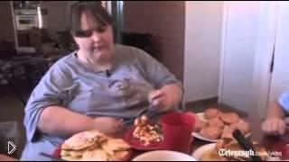 Смотреть онлайн Самая жирная фото-модель в мире
