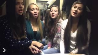 Смотреть онлайн Русские красавицы поют народную песню в купе поезда