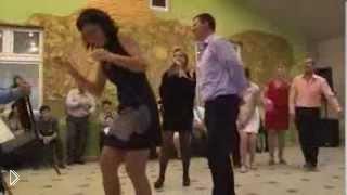 Смотреть онлайн Колоритный свадебный конкурс с шариками