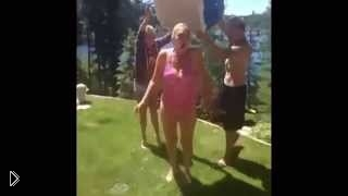 Смотреть онлайн Подборка фейлов флешмоба Ice Bucket Challenge