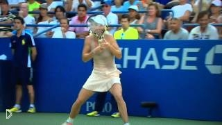 Смотреть онлайн Фейл: теннисистка зацепилась ракеткой за свою косу