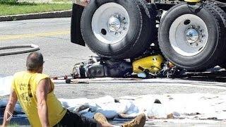 Смотреть онлайн Подборка мото аварий и ДТП: мотоциклисты везунчики