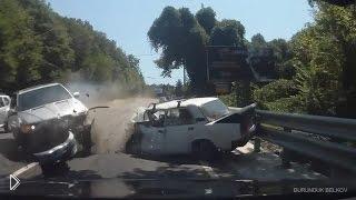 Смотреть онлайн Нарезка аварий и ДТП за первую неделю сентября