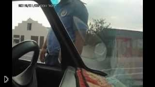 Смотреть онлайн Дагестанский гаишник разговаривает с водителем