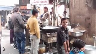 Смотреть онлайн Как в Индии готовят еду на улице