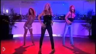 Смотреть онлайн Урок танца под музыку в стиле house