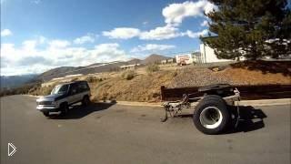 Смотреть онлайн Погоня за мотоциклистами на внедорожнике