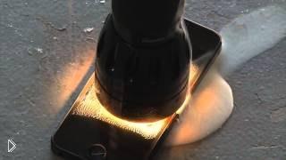 Смотреть онлайн Краш тест Айфона 5: ставим на экран мощный фонарик