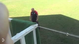 Смотреть онлайн Тренер недовольно жалуется на своих игроков