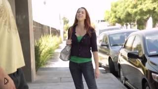 Смотреть онлайн Прикол: девушки цепляют парней