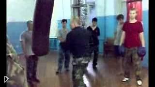 Смотреть онлайн Молниеносные удары боксера: обучение