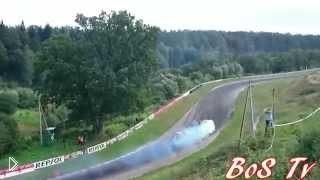 Смотреть онлайн Подборка: Крутые заносы гоночных автомобилей