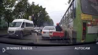 Смотреть онлайн Странная авария с тремя участниками