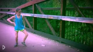 Смотреть онлайн Девочка нереально круто танцует!
