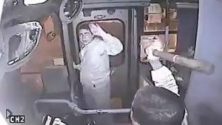 Смотреть онлайн Водитель автобуса задержал грабителя