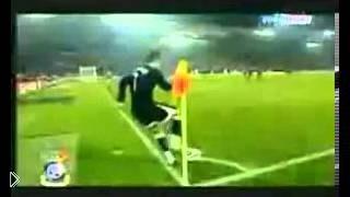Смотреть онлайн Невероятные трюки футболистов с мячом