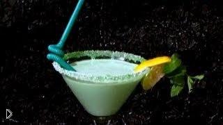 Смотреть онлайн Нежный коктейль Кузнечик: рецепт приготовления
