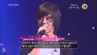 Смотреть онлайн Корейская группа исполняет песню