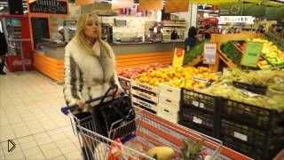Смотреть онлайн Артисты оперы устроили флешмоб в гипермаркете