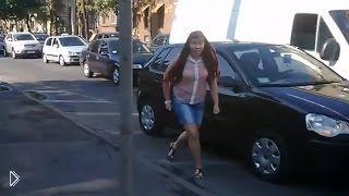 Смотреть онлайн Подборка: драки девушек на дорогах