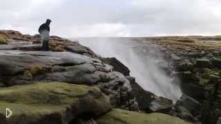 Смотреть онлайн Мощный ветер сильнее земного притяжения