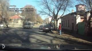 Смотреть онлайн Авария на перекрестке в Воронеже