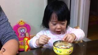 Смотреть онлайн Родители в шутку дразнят ребенка