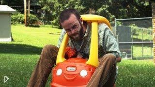 Смотреть онлайн Мужчины беспощадно сражаются игрушками