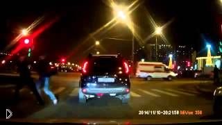 Смотреть онлайн Водитель хорошо получил от пешехода