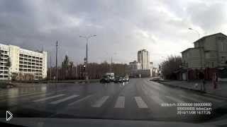Смотреть онлайн Неожиданный казус на пешеходном переходе