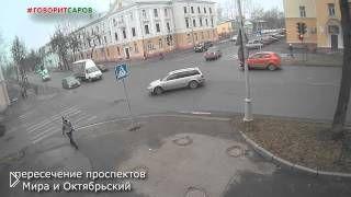 Смотреть онлайн Жуткая авария на перекрестке Сарова, 13.11.2014