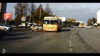 Смотреть онлайн Подборка: Аварии с участием троллейбусов