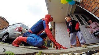 Смотреть онлайн Кумир мальчика пришел к нему на день рождения