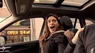 Смотреть онлайн Скрытая камера: жена читает реп в машине