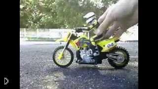 Смотреть онлайн Мотоцикл Suzuki RM 250 на радиоуправлении