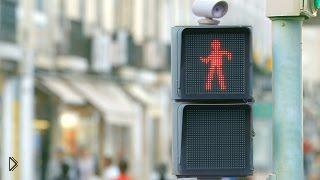 Смотреть онлайн Танцующие светофоры развлекают людей