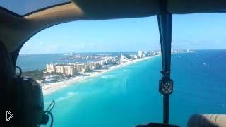 Смотреть онлайн Вид с вертолета на город Канкун в Мексике