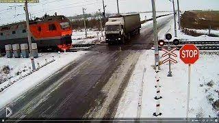 Смотреть онлайн Смертельная авария грузовика и двух поездов: 22.11.2014