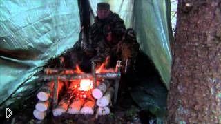 Смотреть онлайн Костер для выживания в зимнем лесу